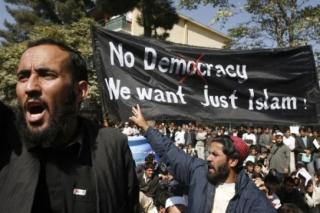 Demonstraci zahájila zpráva o spálení Koránu.